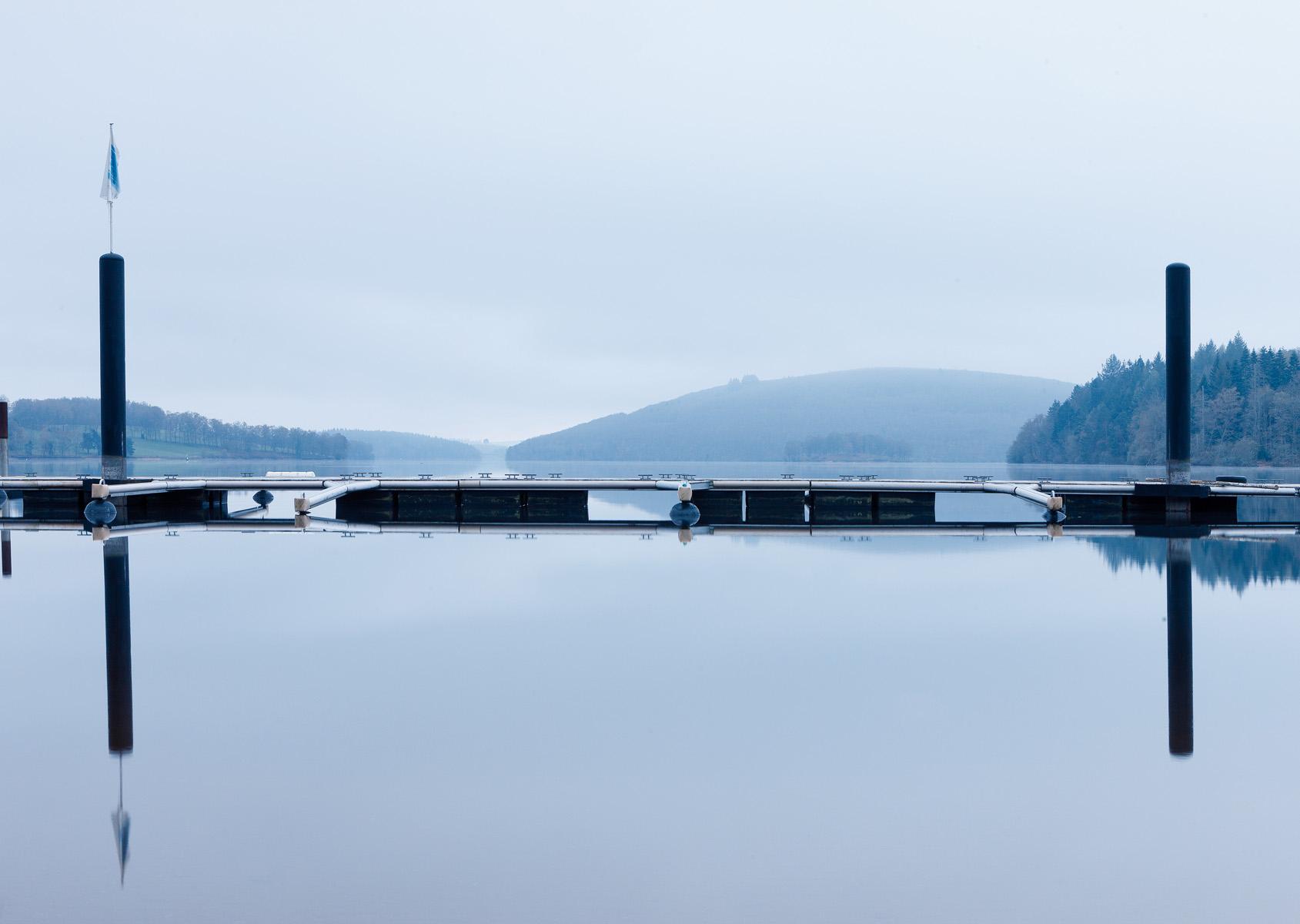 Lac de Vassiviere pres du barrage 01