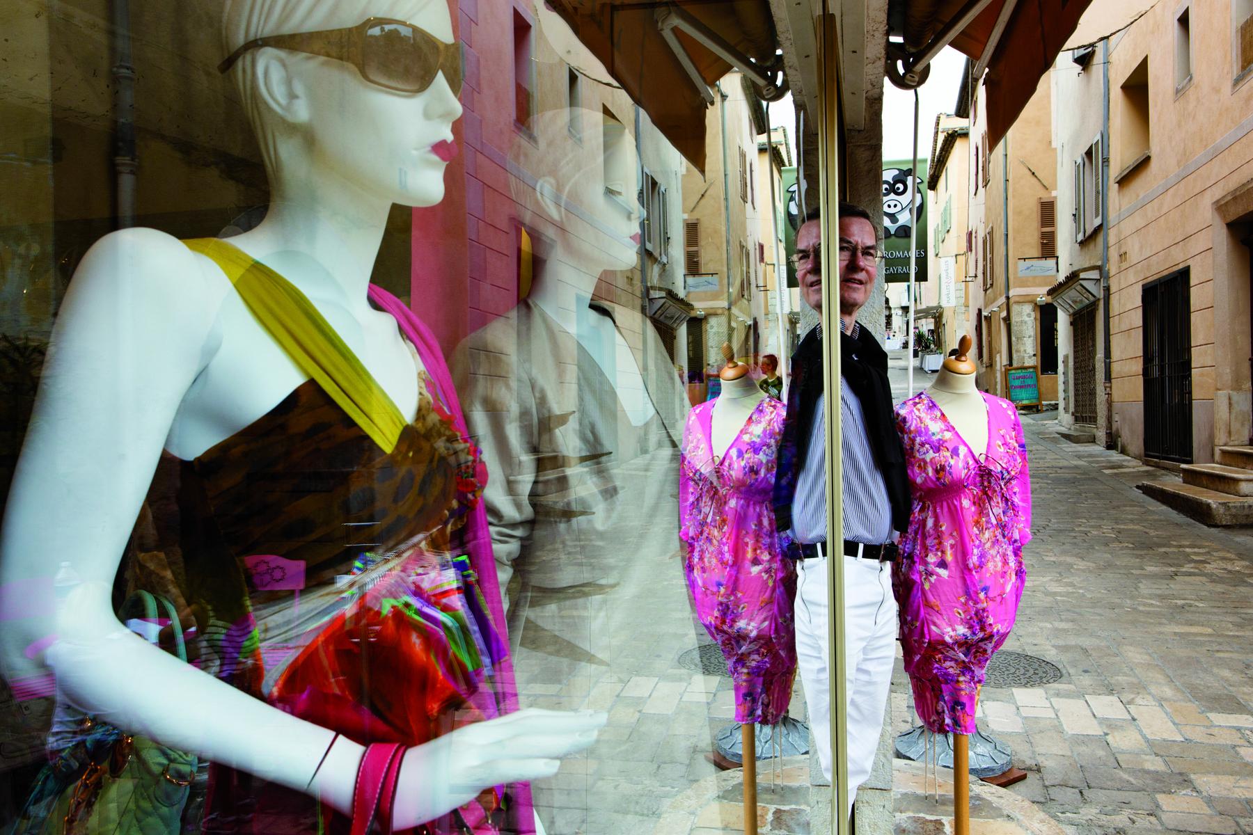 Valbonne-place des Arcades-commerce