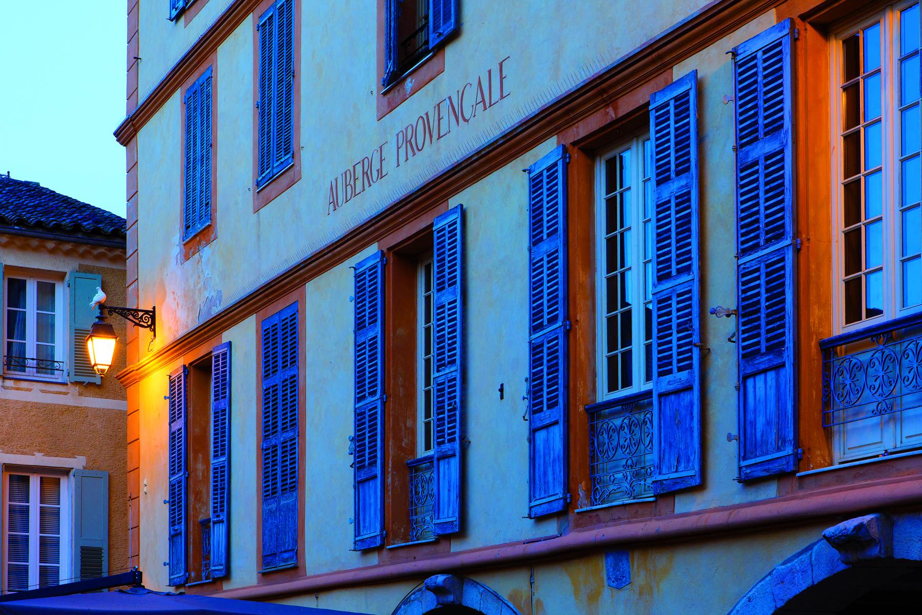 Valbonne-place des Arcades2